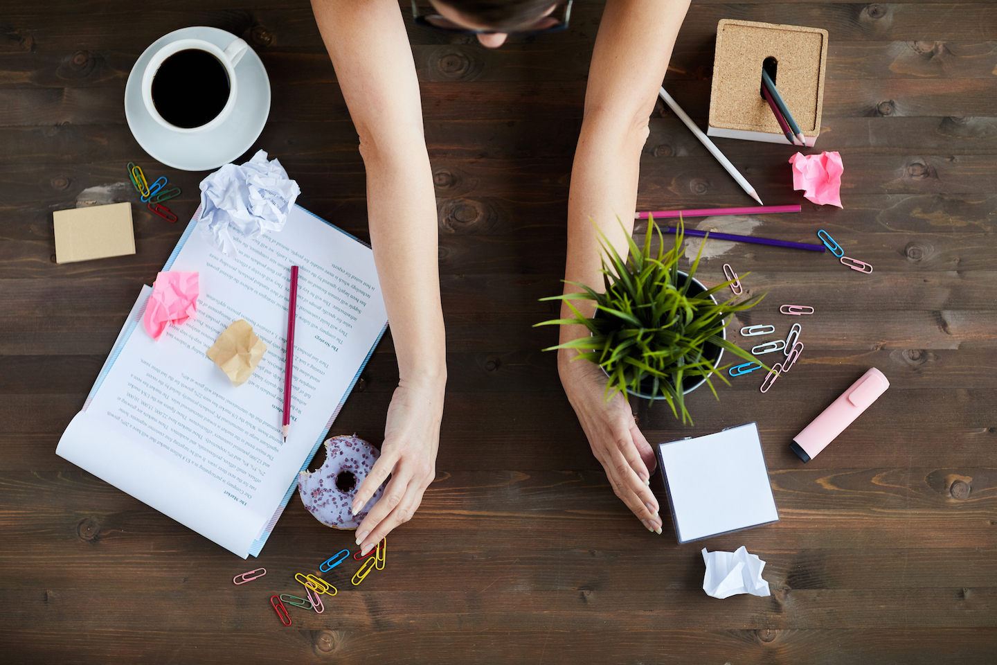 6 Office Hacks to Keep Your Workspace Clutter Free